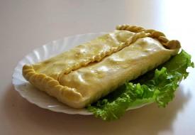 Пирог из слоеного теста со свининой